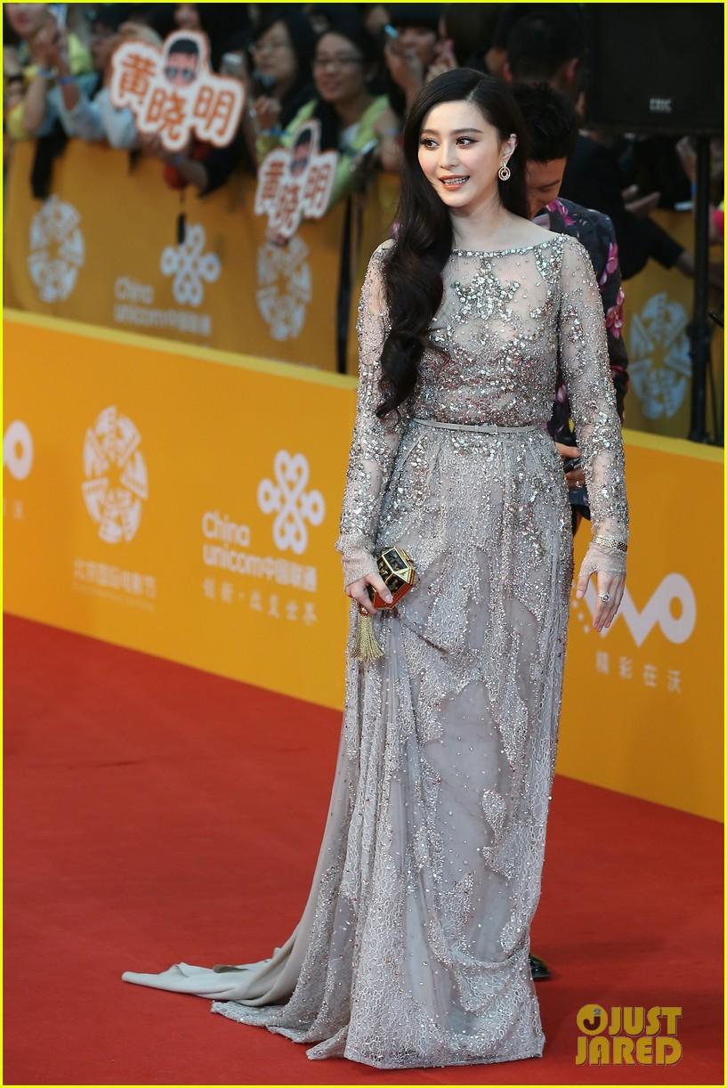hayden christensen looks so handsome in tuxedo beijing film festival 033093749