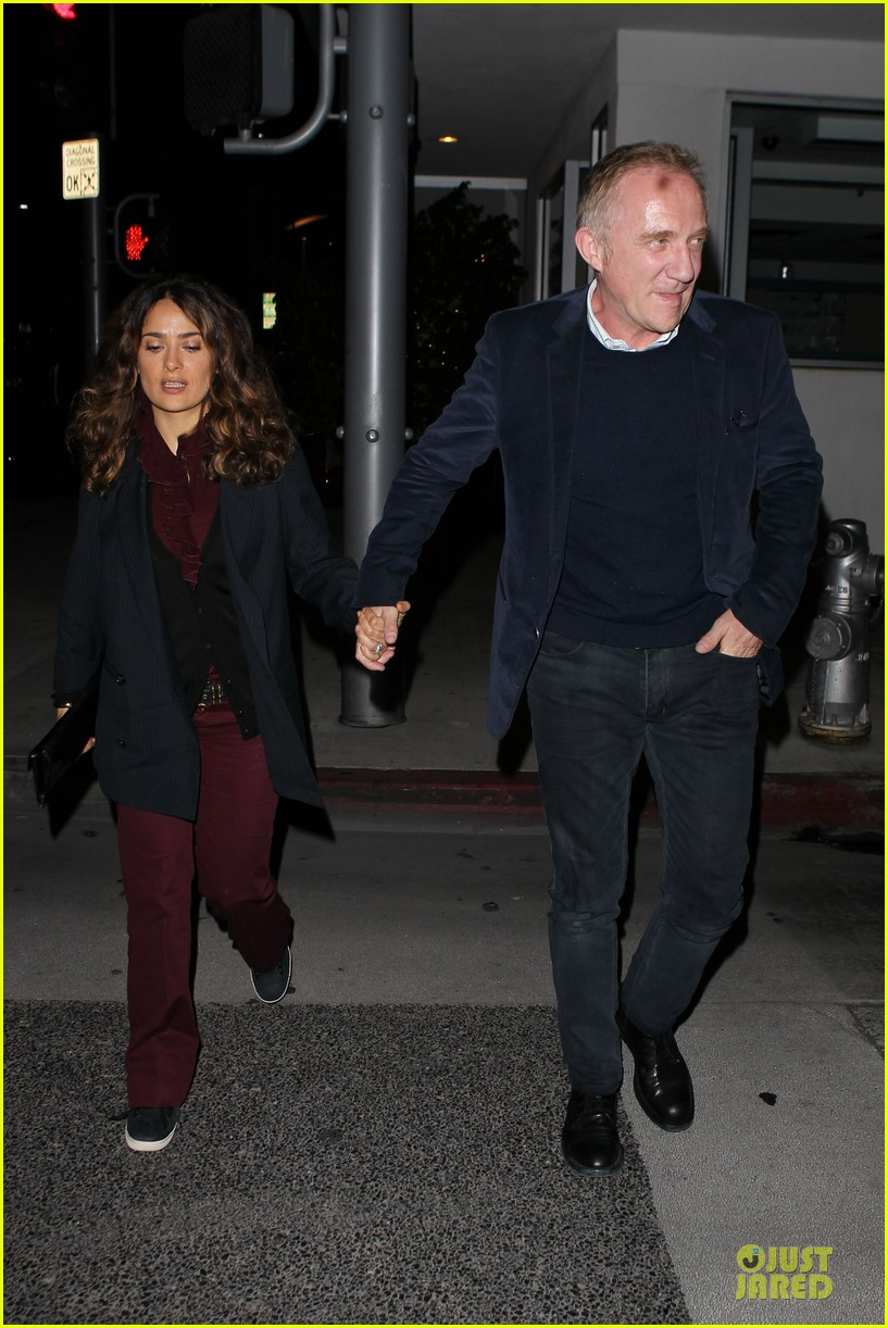 salma hayek can still look classy with ankle brace 15