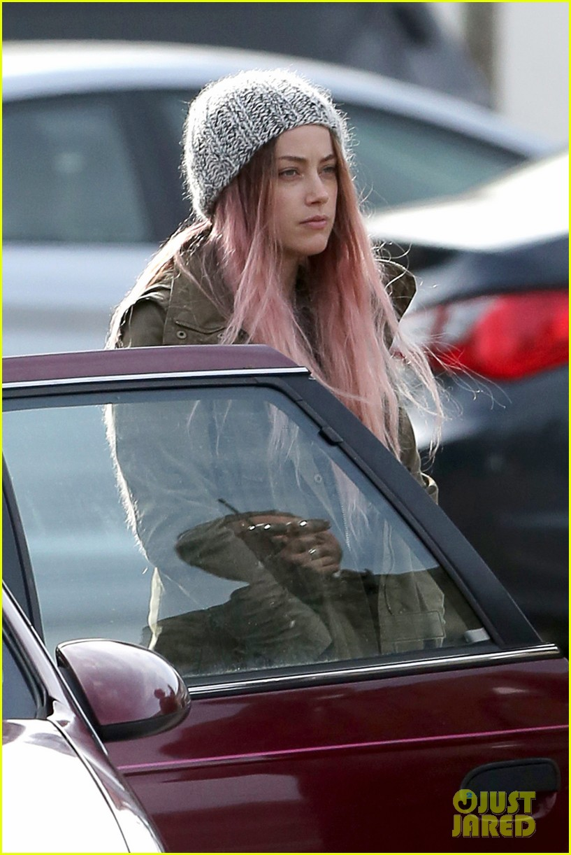 amber heard back to work after partying with gal pals 013093404