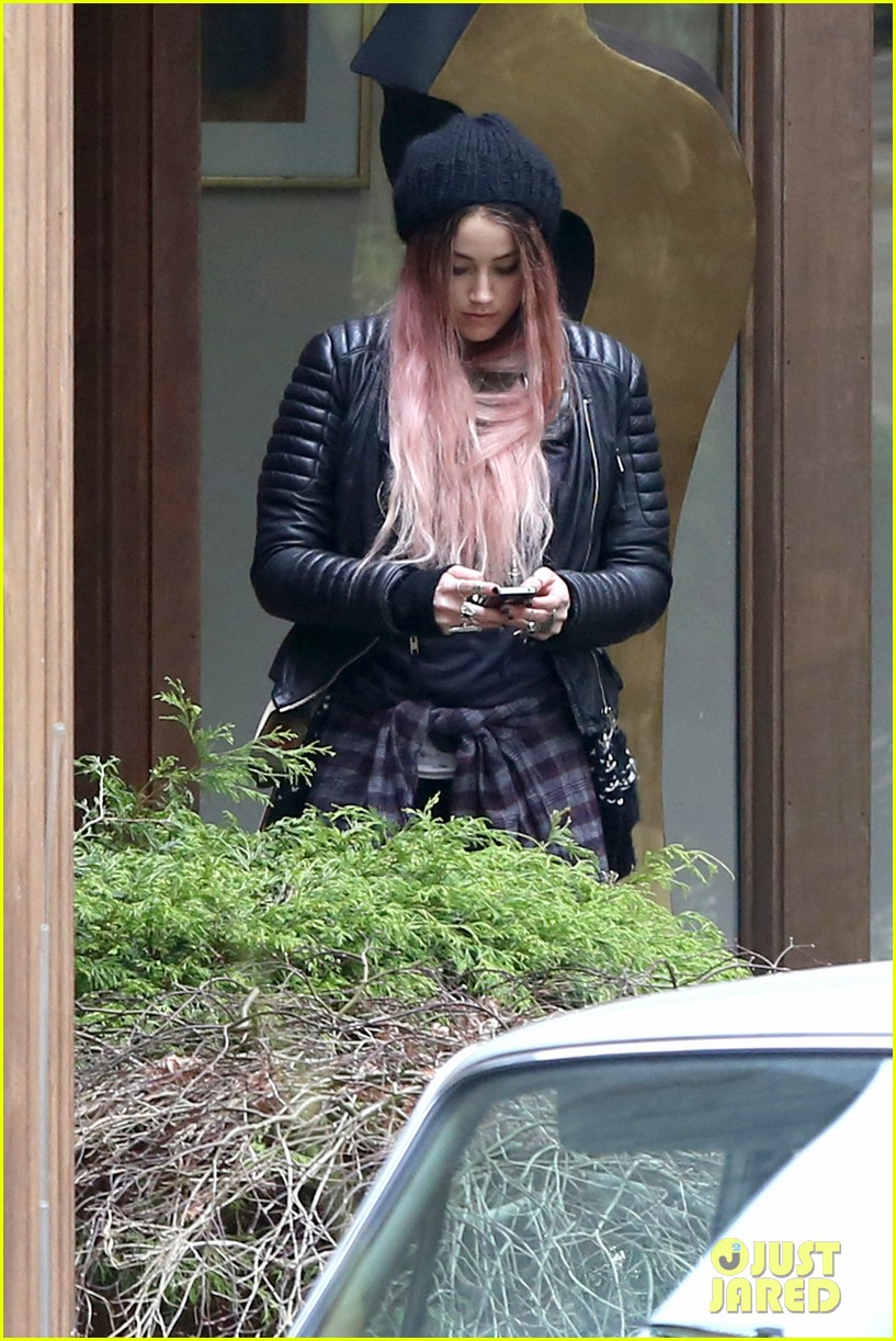 amber heard back to work after partying with gal pals 093093412