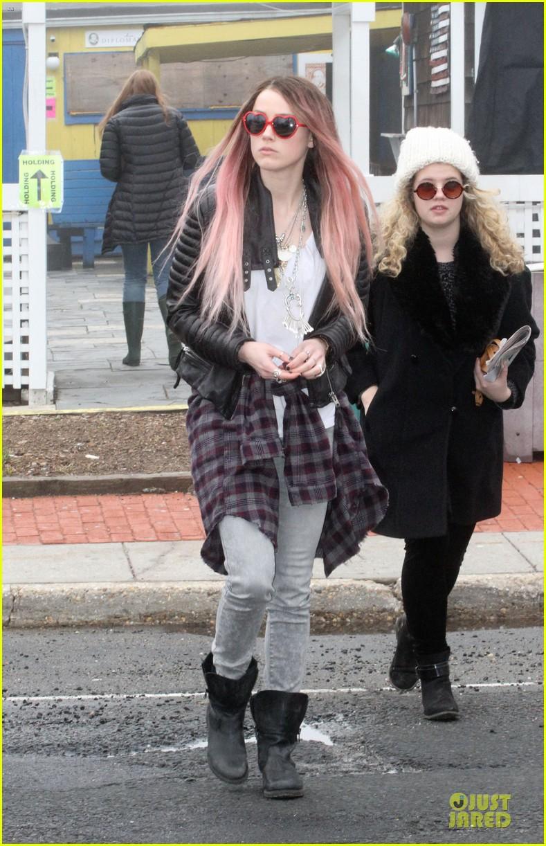amber heard rocks pink wig on new movie 013087208