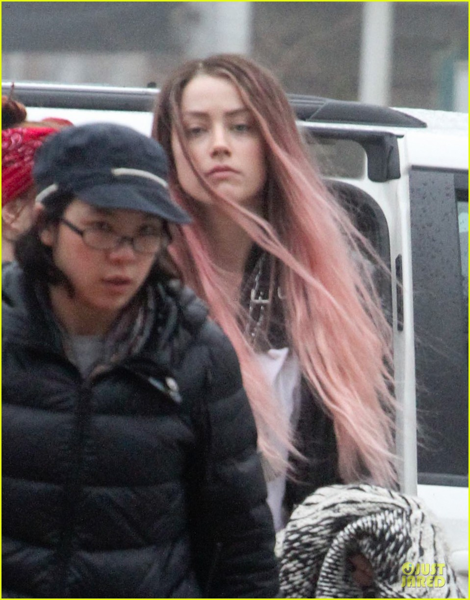 amber heard rocks pink wig on new movie 043087211