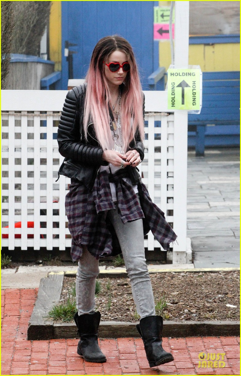 amber heard rocks pink wig on new movie 063087213