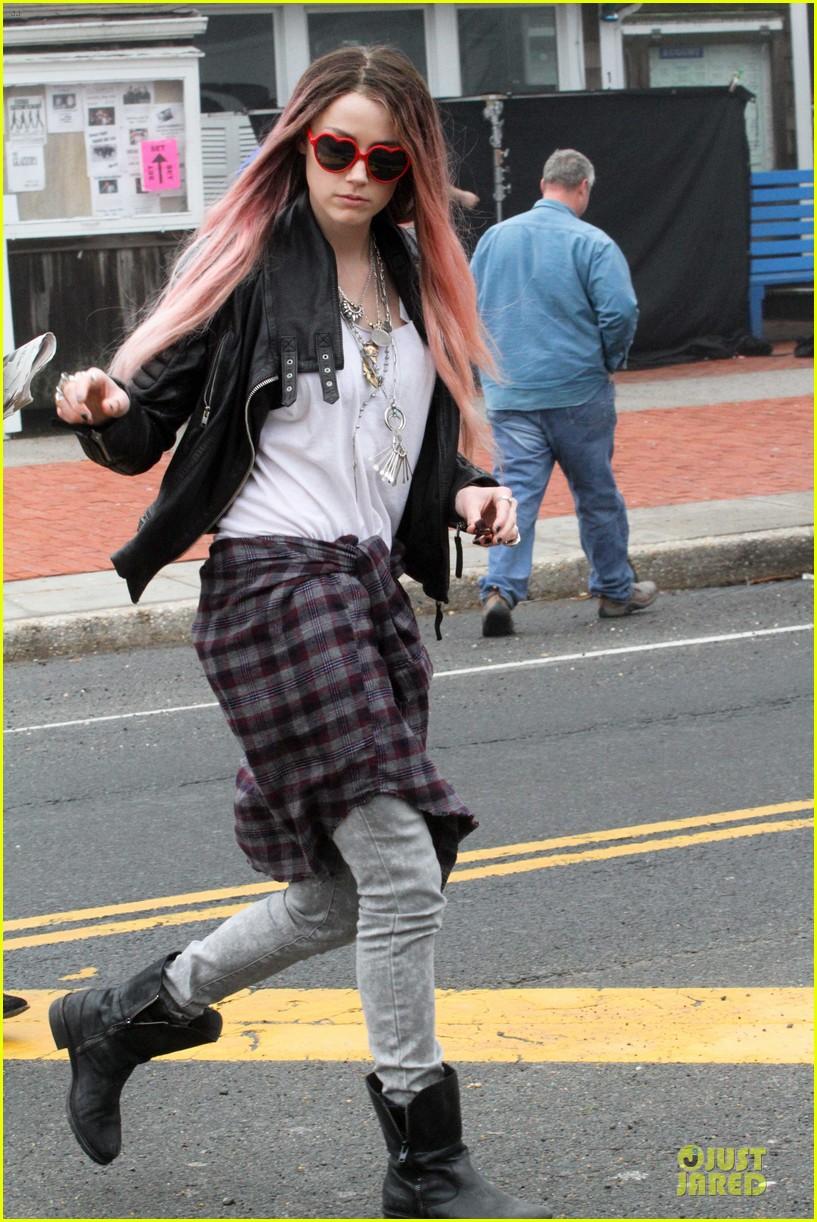 amber heard rocks pink wig on new movie 073087214