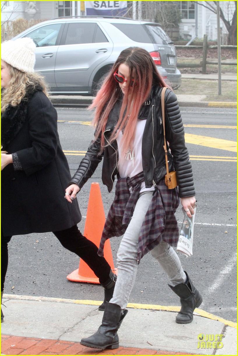 amber heard rocks pink wig on new movie 143087221