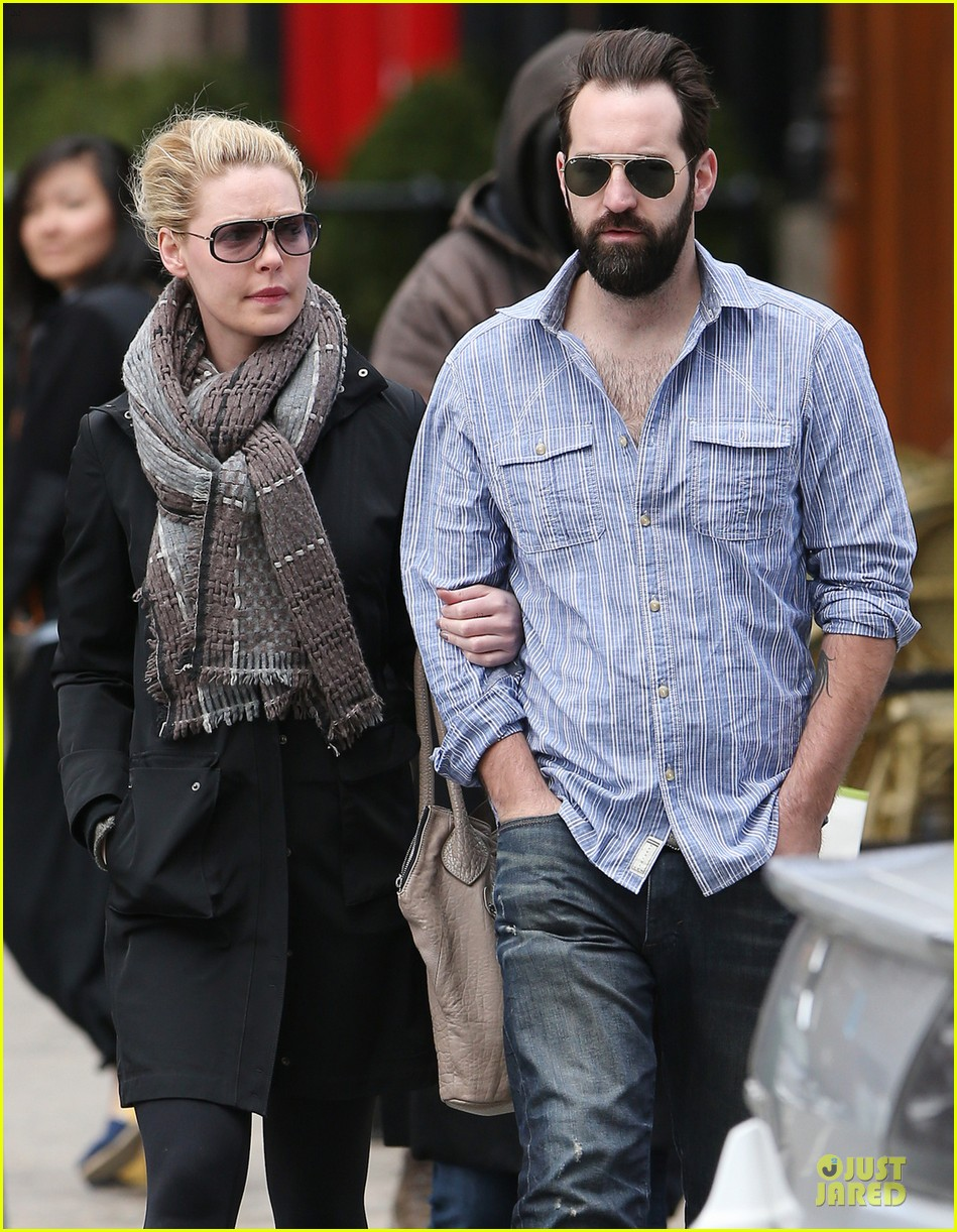 katherine heigl holds tight to husband josh kelley 02