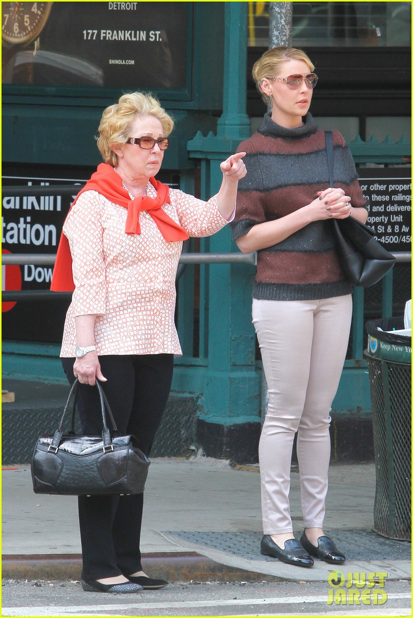 katherine heigl ventures off with mother after wrapping up state of affairs pilot 073092704
