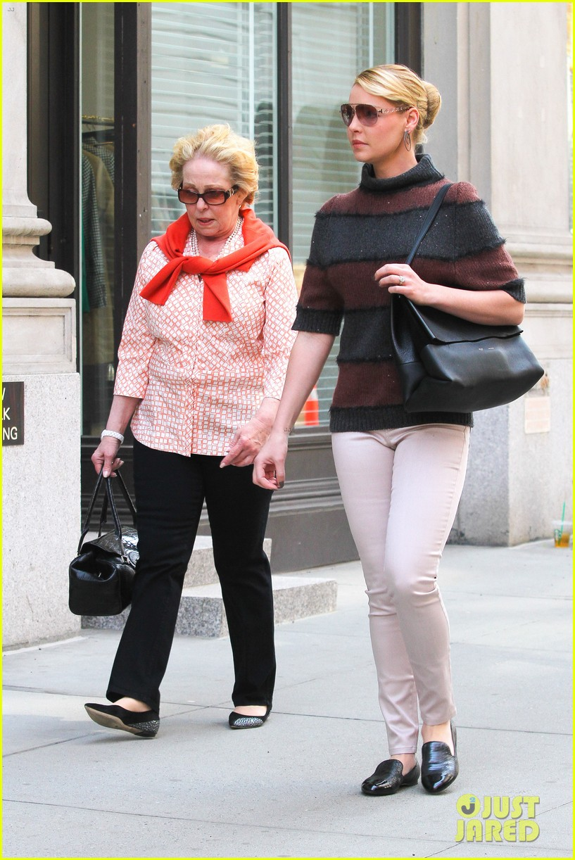 katherine heigl ventures off with mother after wrapping up state of affairs pilot 093092706