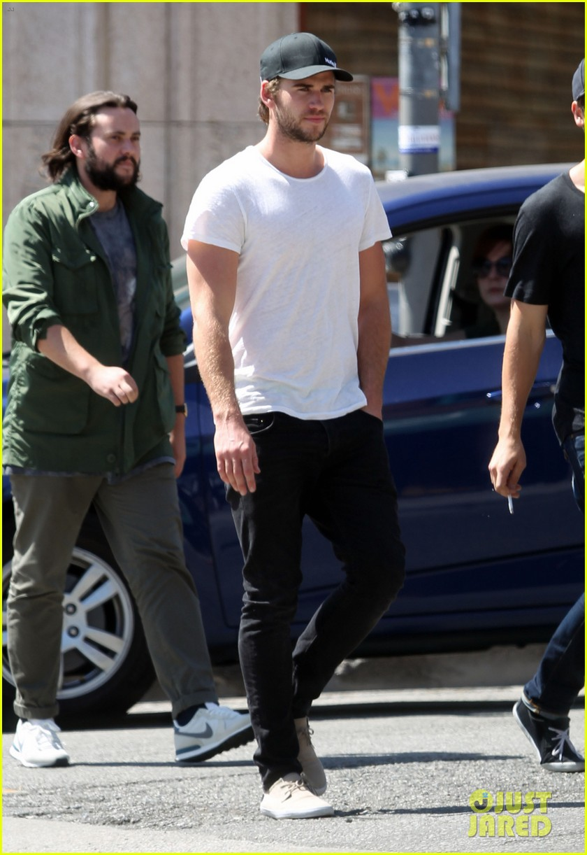 liam hemsworth emerges and he is looking fit 013102702