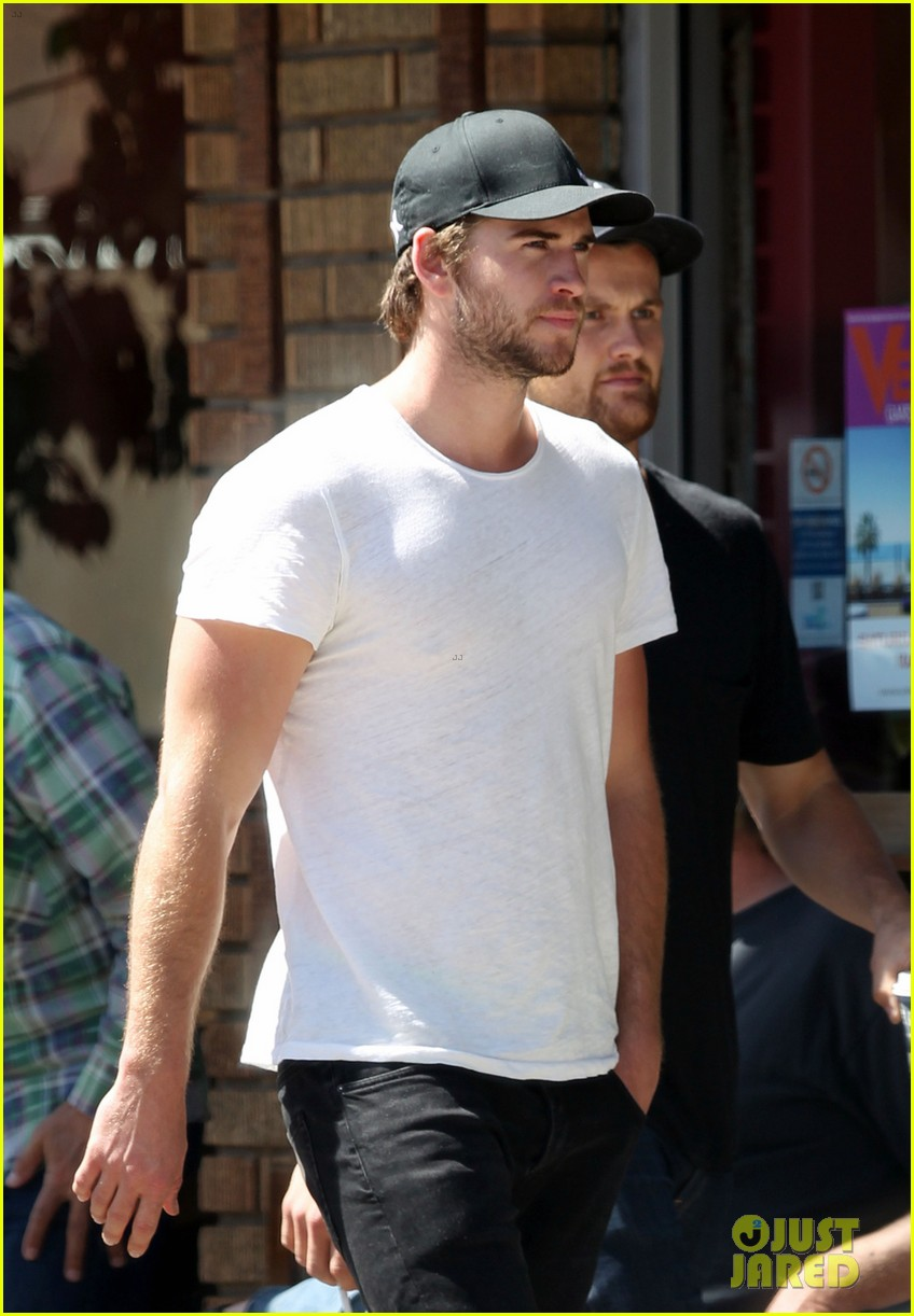 liam hemsworth emerges and he is looking fit 063102707