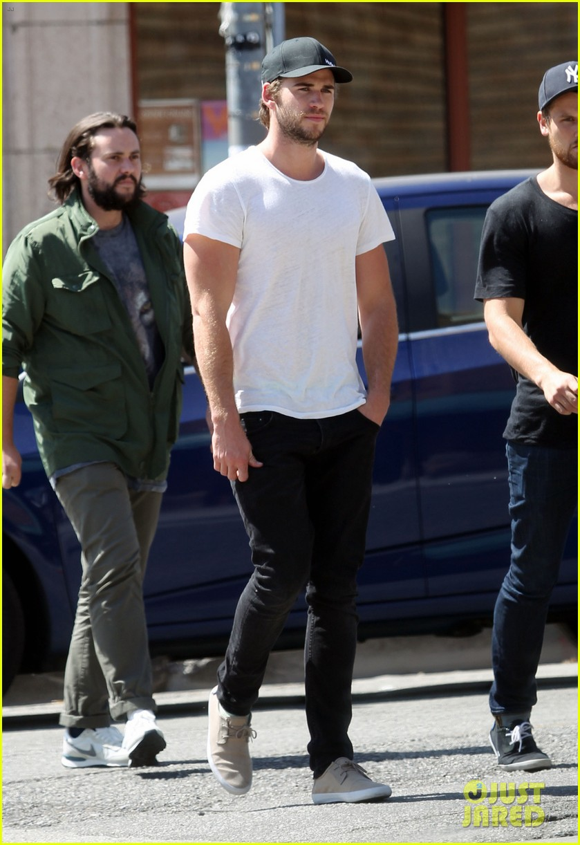 liam hemsworth emerges and he is looking fit 073102708