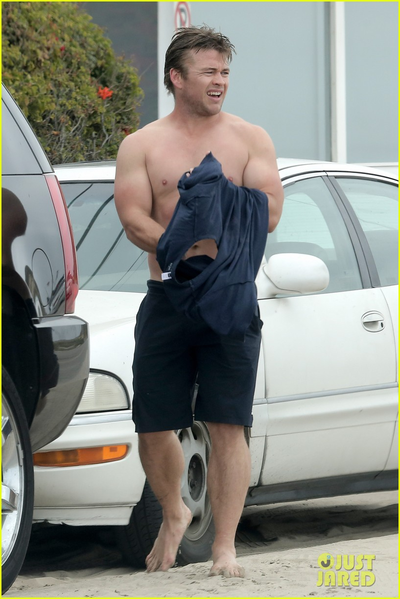 luke hemsworth shirtless at the beach 133094276