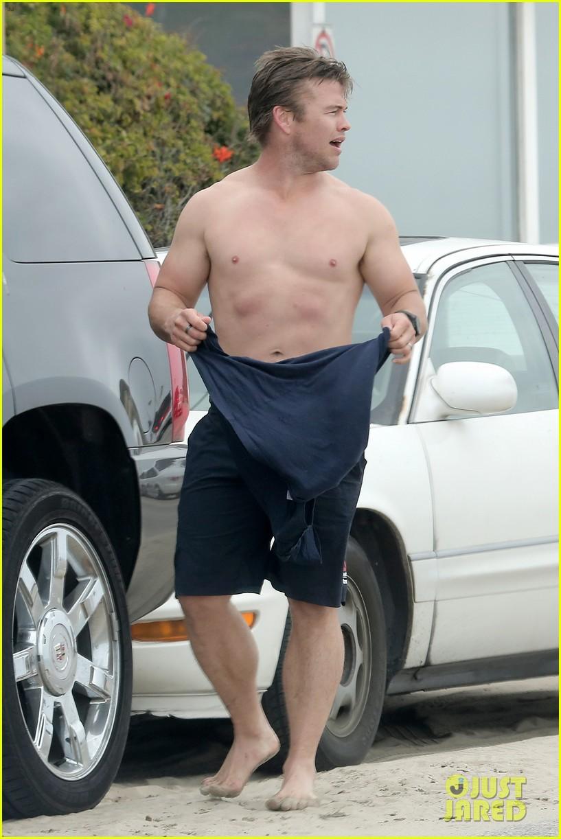 luke hemsworth shirtless at the beach 173094280