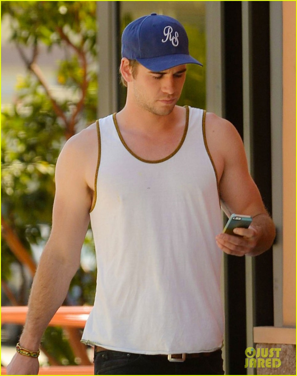 liam hemsworth buff biceps display tank top 02
