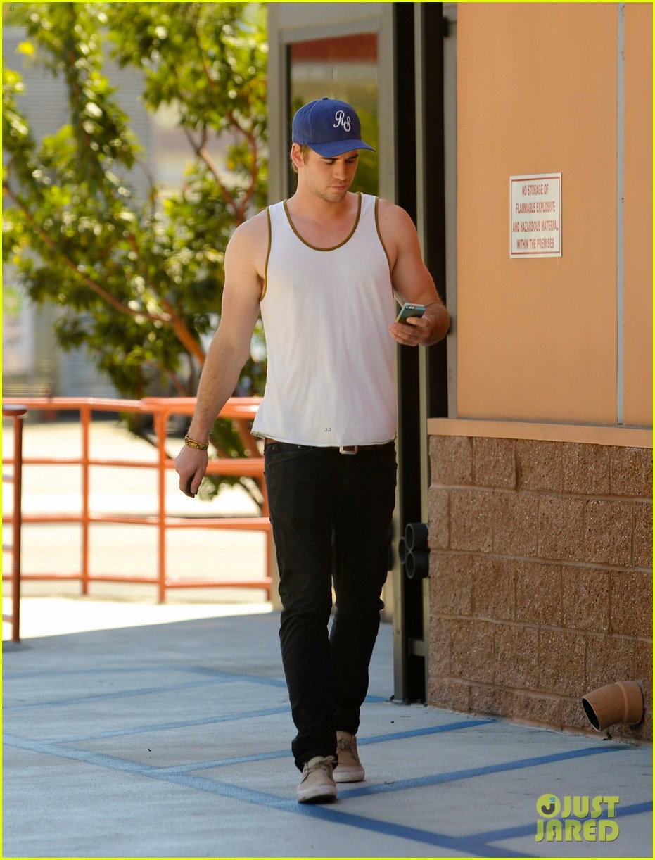 liam hemsworth buff biceps display tank top 043085411