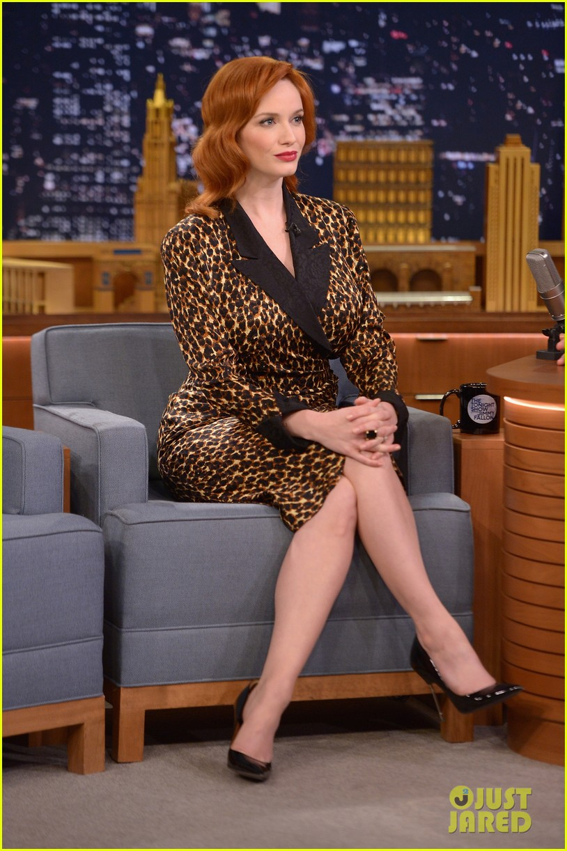 christina hendricks expresses her love for kaftan dresses on tonight show 013096686
