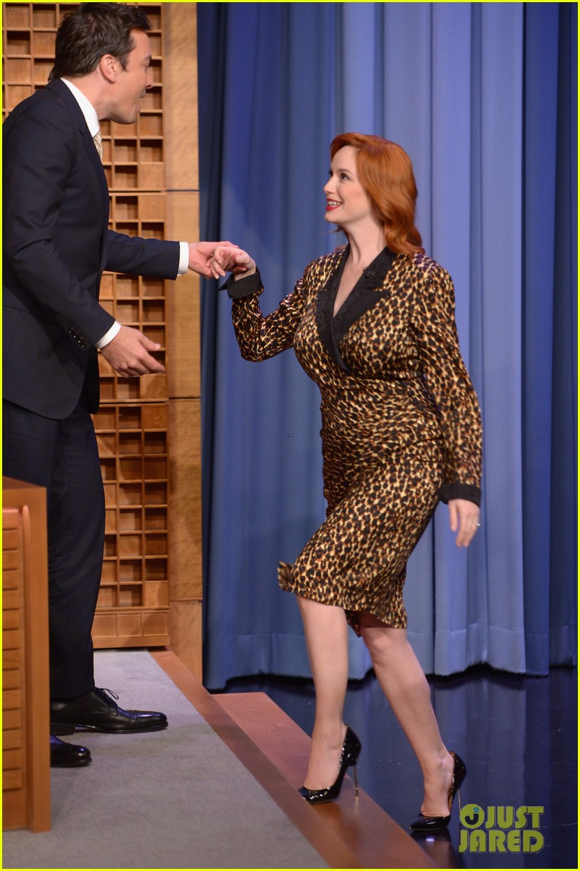 christina hendricks expresses her love for kaftan dresses on tonight show 023096687