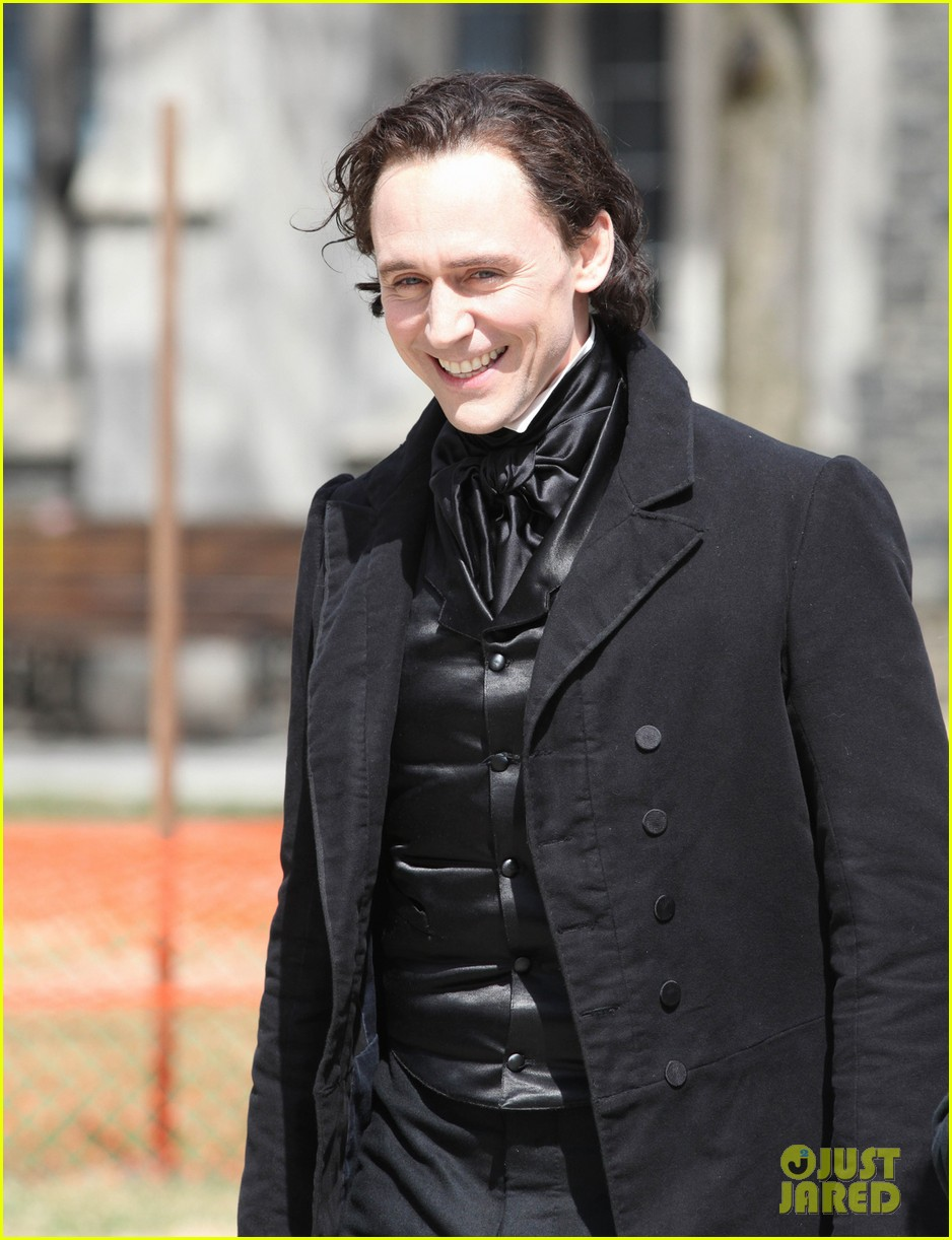 tom hiddleston mia wasikowska don period attire crimson peak 043093433