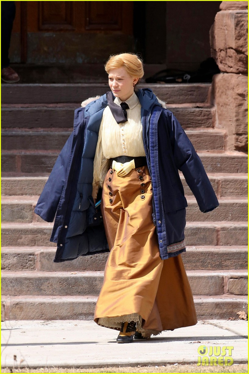 tom hiddleston mia wasikowska don period attire crimson peak 053093434