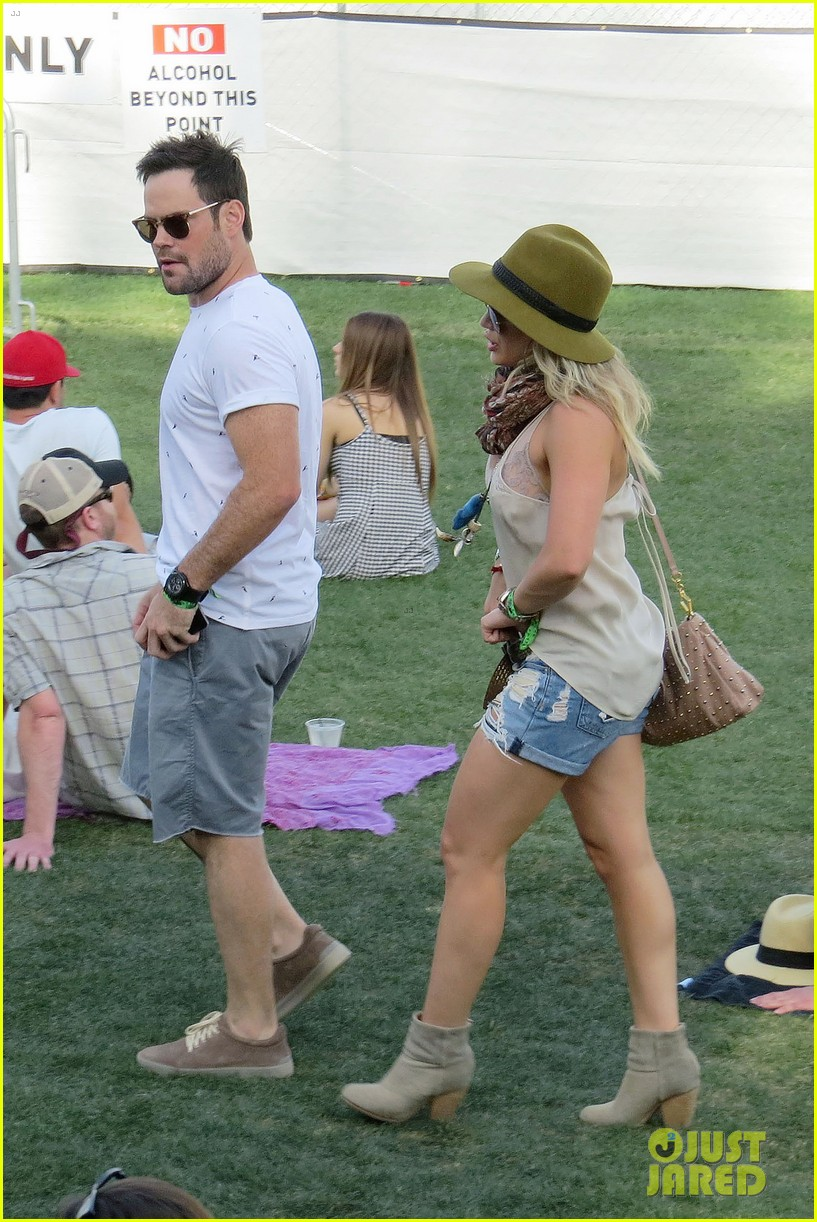 hilary duff mike comrie backstage coachella musica festival 2014 023090431