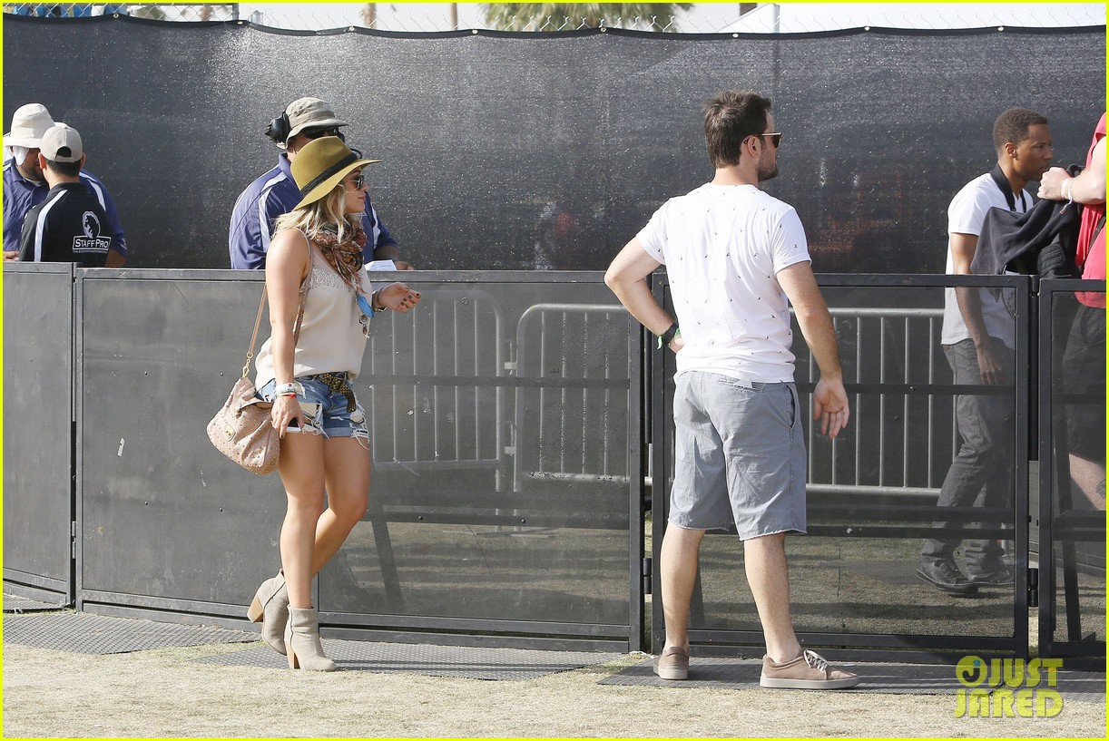hilary duff mike comrie backstage coachella musica festival 2014 033090432