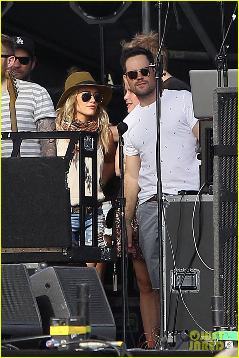 hilary duff mike comrie backstage coachella musica festival 2014 043090433