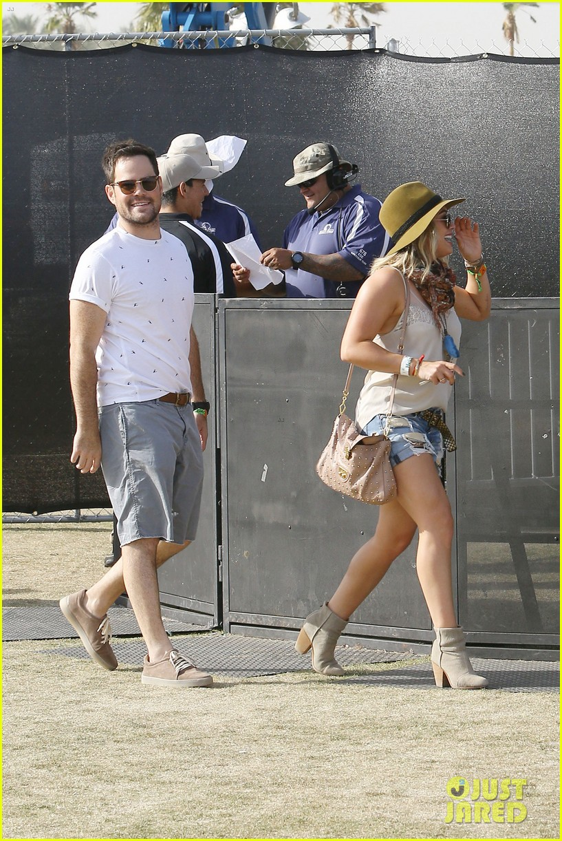 hilary duff mike comrie backstage coachella musica festival 2014 063090435