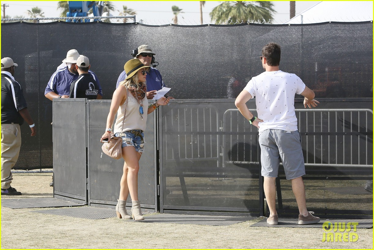 hilary duff mike comrie backstage coachella musica festival 2014 133090442