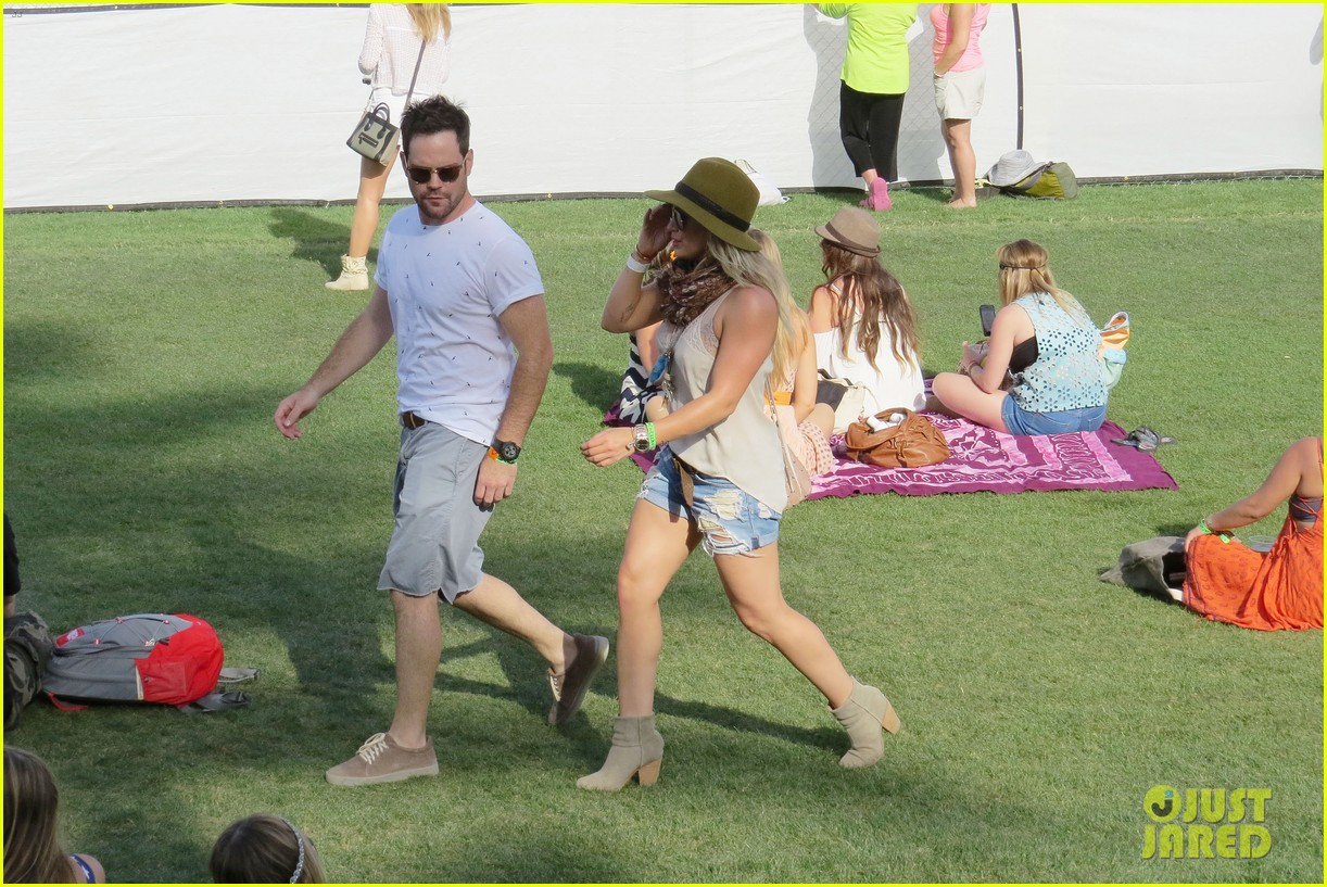hilary duff mike comrie backstage coachella musica festival 2014 163090445