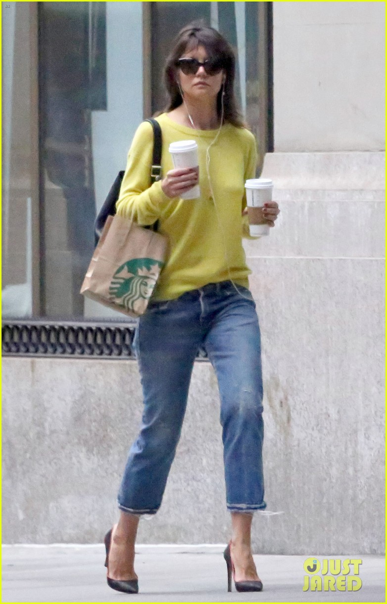 katie holmes brightens up a dreary new york city day 023092820