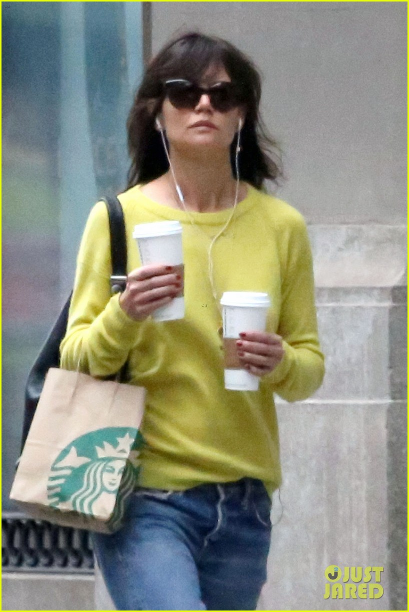katie holmes brightens up a dreary new york city day 043092822