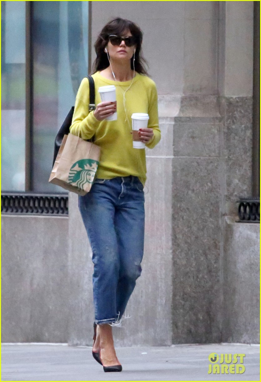 katie holmes brightens up a dreary new york city day 053092823