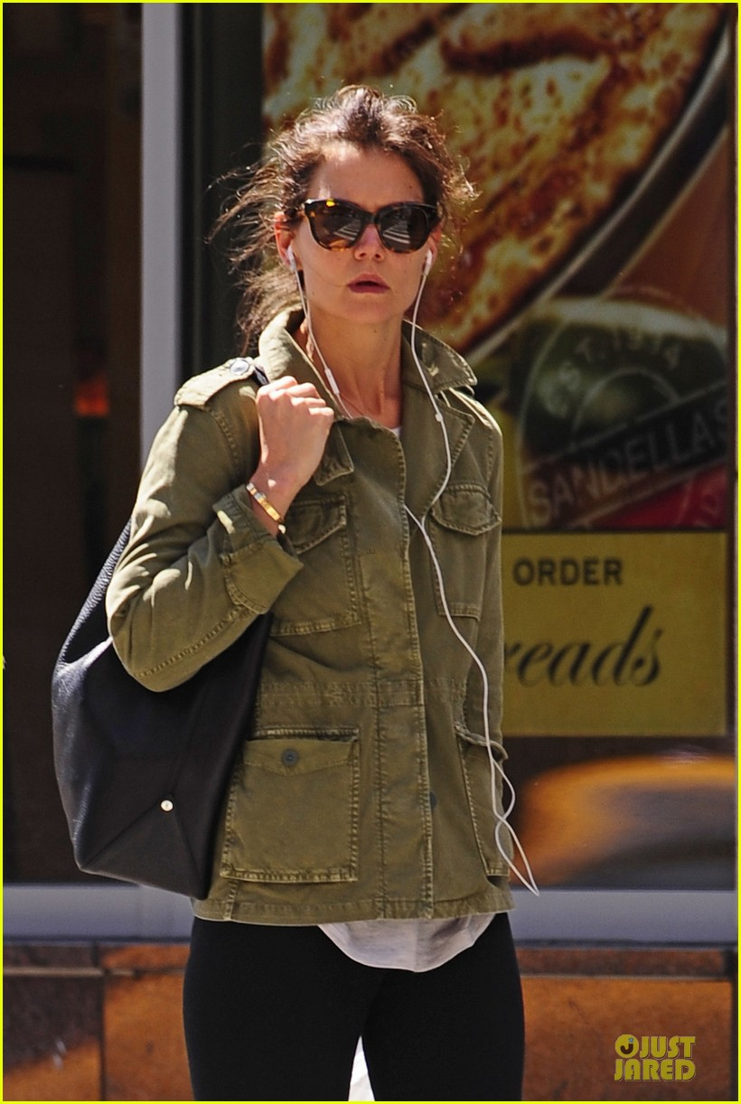 katie holmes earphones to block noise nyc 02
