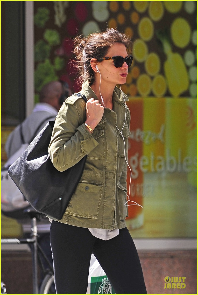 katie holmes earphones to block noise nyc 043096390