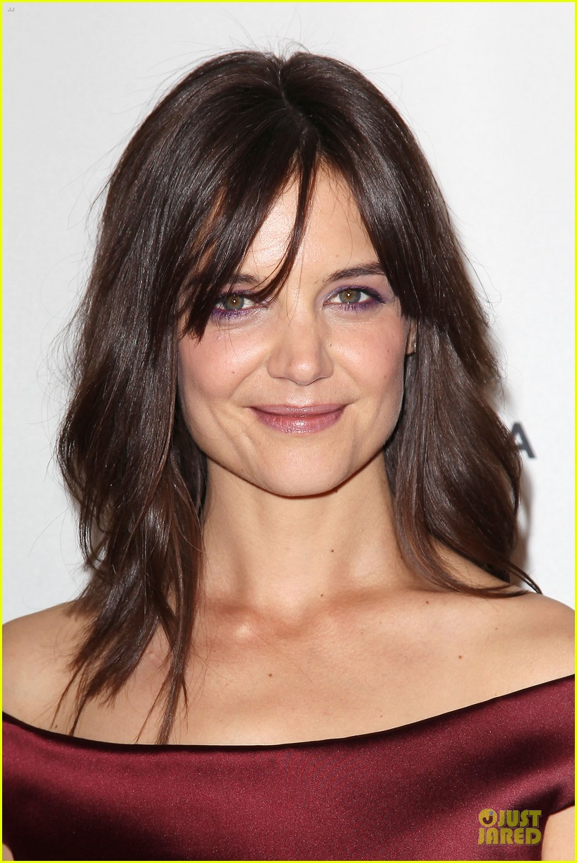 katie holmes radiant in red miss meadows premiere 02