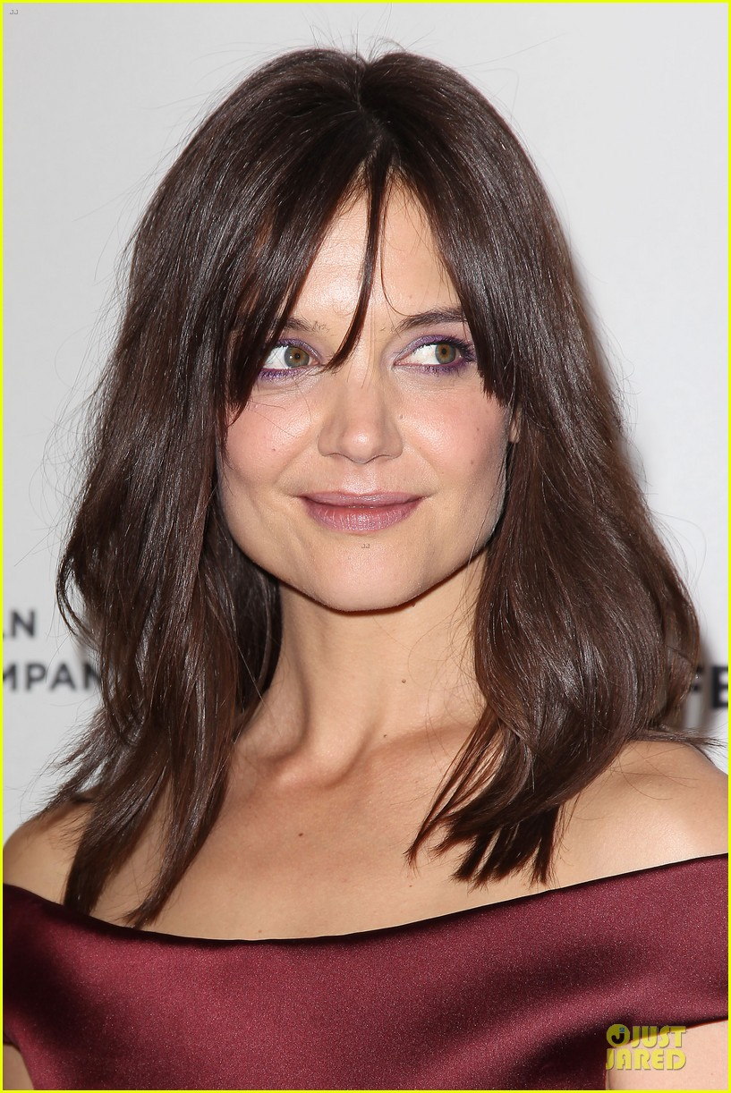 katie holmes radiant in red miss meadows premiere 083096489