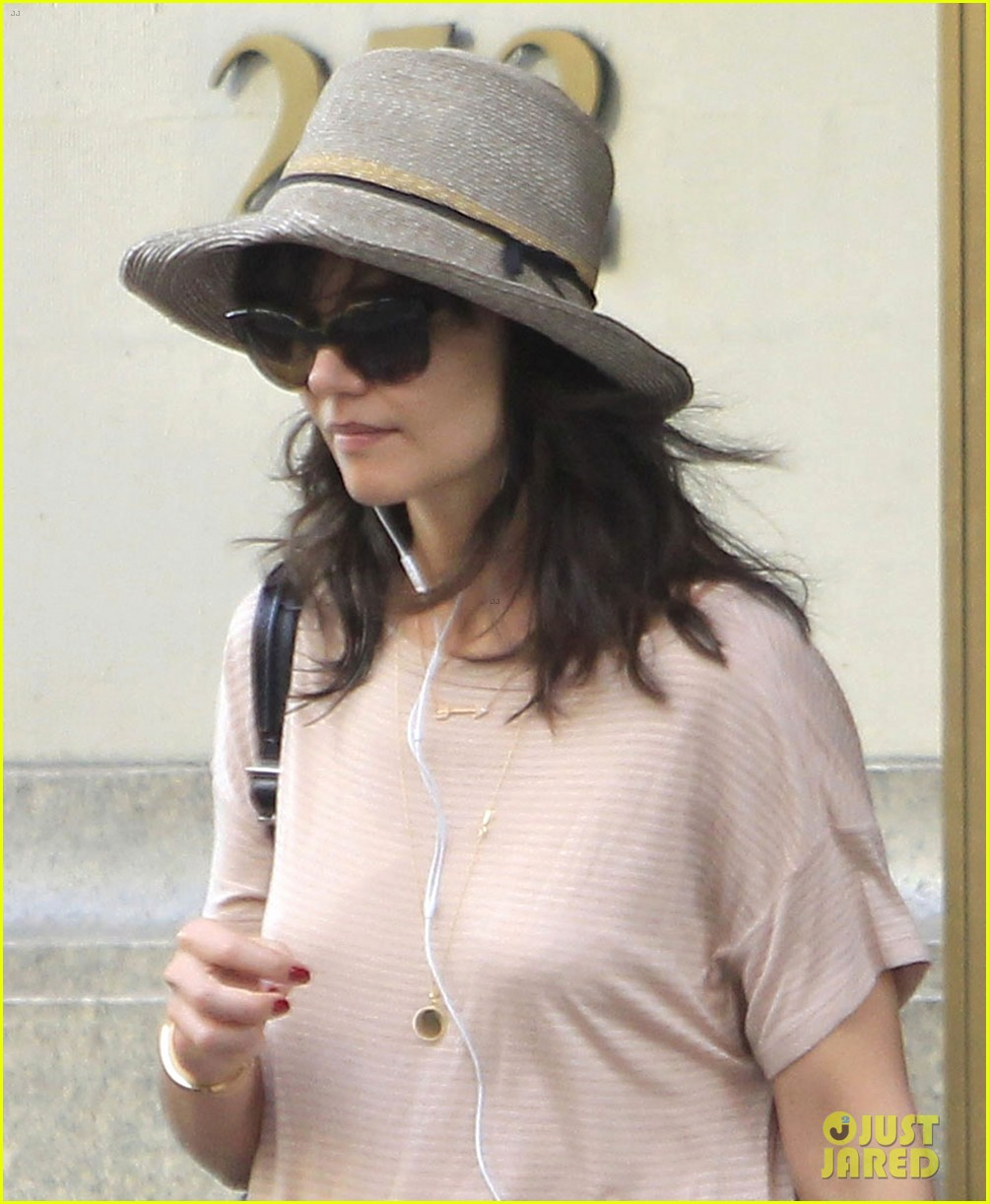 katie holmes takes a sunday off from dangerous liaisons 013091815