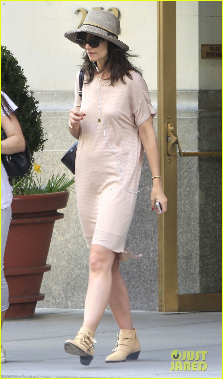 katie holmes takes a sunday off from dangerous liaisons 023091816