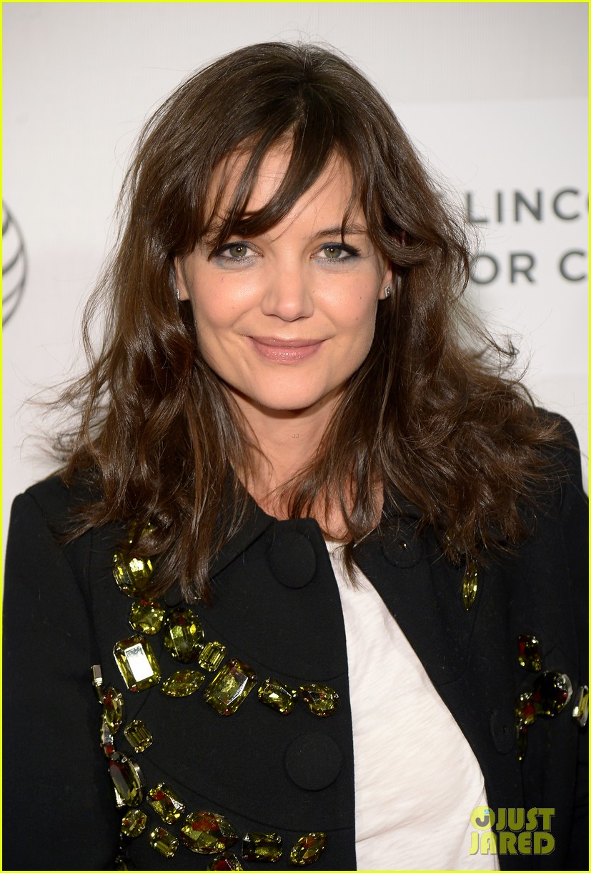 katie holmes celebrates suris 8th birthday with sweet treat 073095937