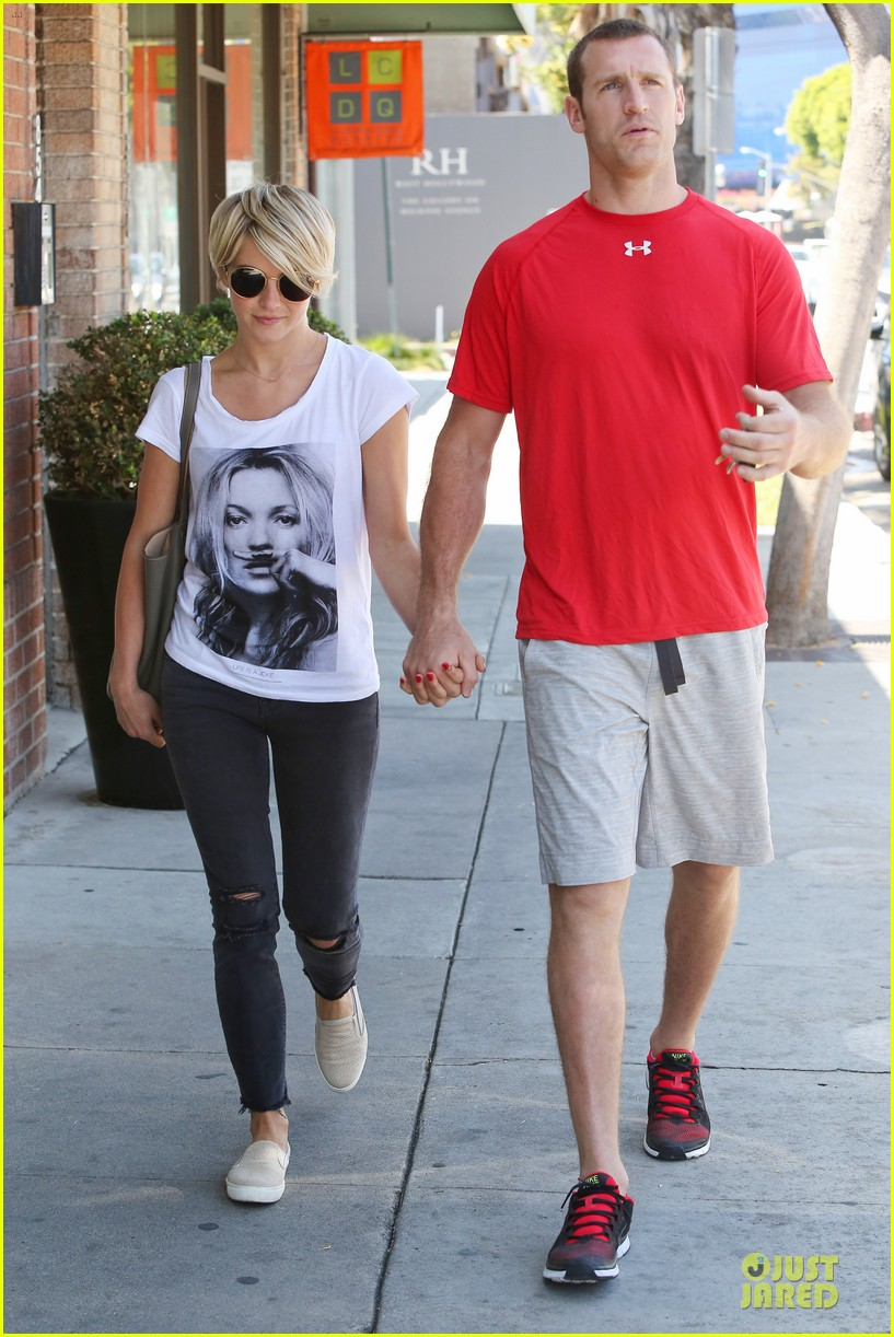 julianne hough doesnt shy away love for boyfriend brooks laich 033099513