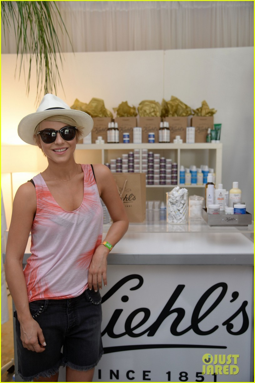 julianne hough becomes daisy duke for coachella fun 083090118