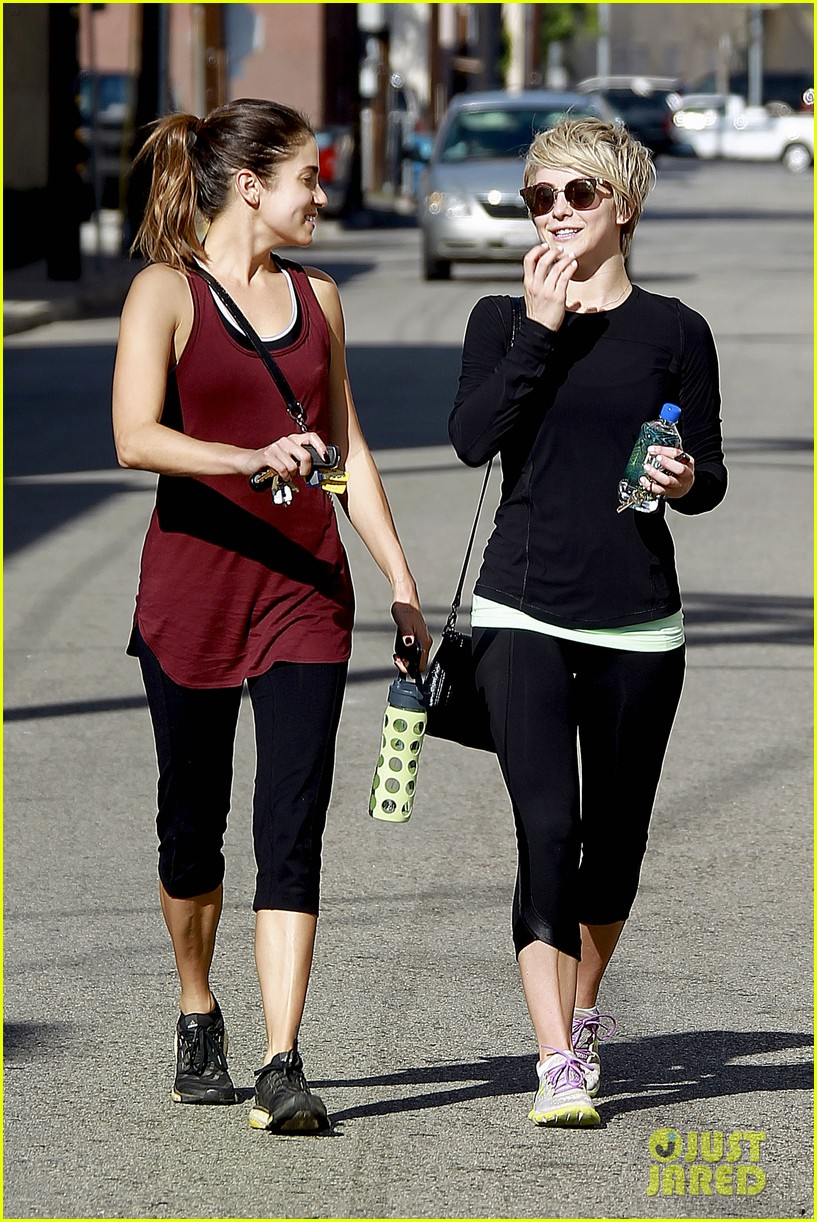 julianne hough nikki reed hiking with cara santana 28