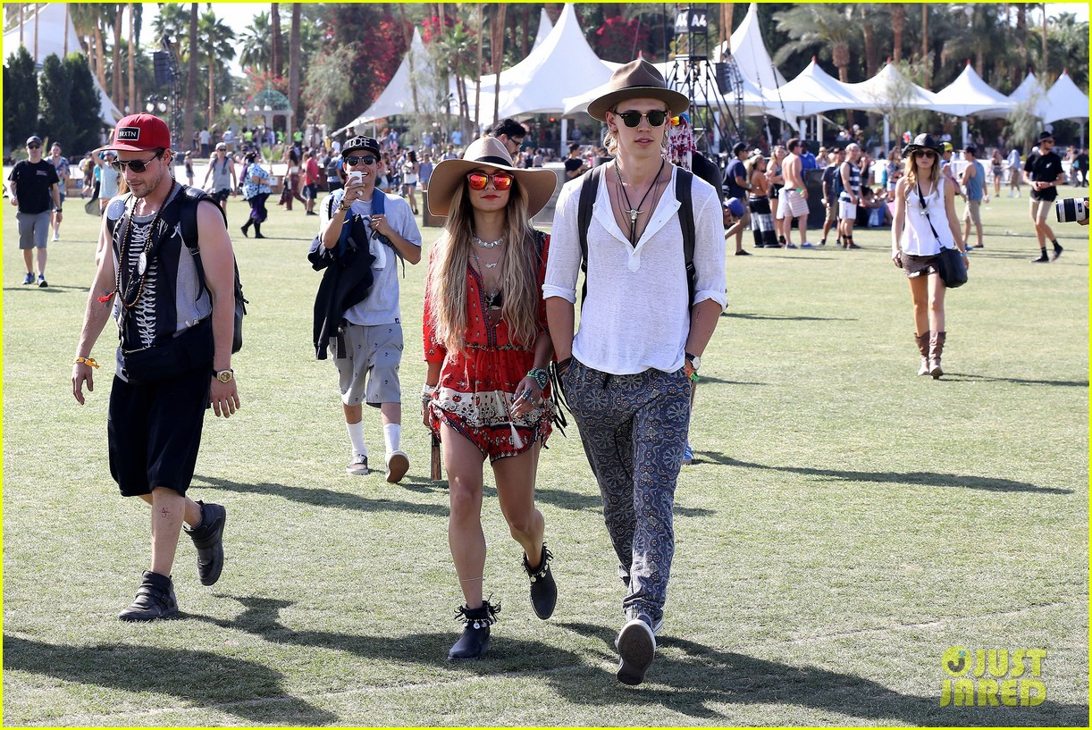 vanessa hudgens austin butler such a cute coachella couple 05