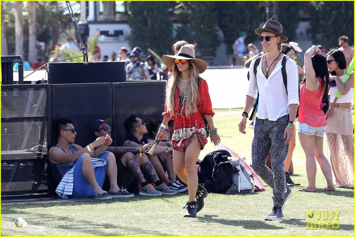 vanessa hudgens austin butler such a cute coachella couple 103091500