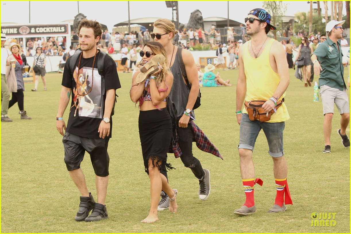 vanessa hudgens austin butler couldnt get enough of coachella 163094973