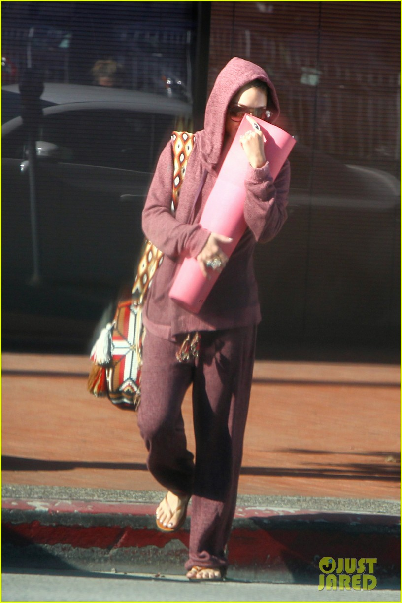 vanessa hudgens head to to purple at gym 073086464