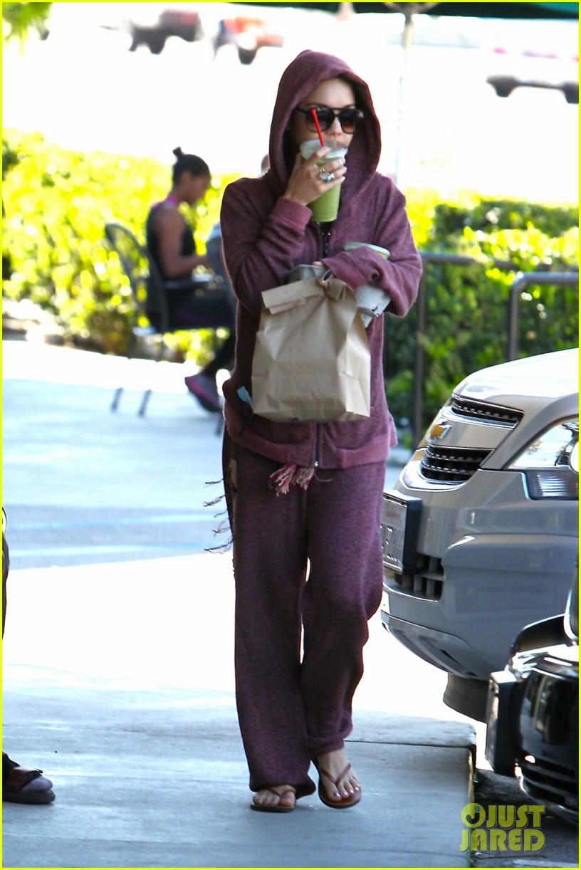 vanessa hudgens head to to purple at gym 09