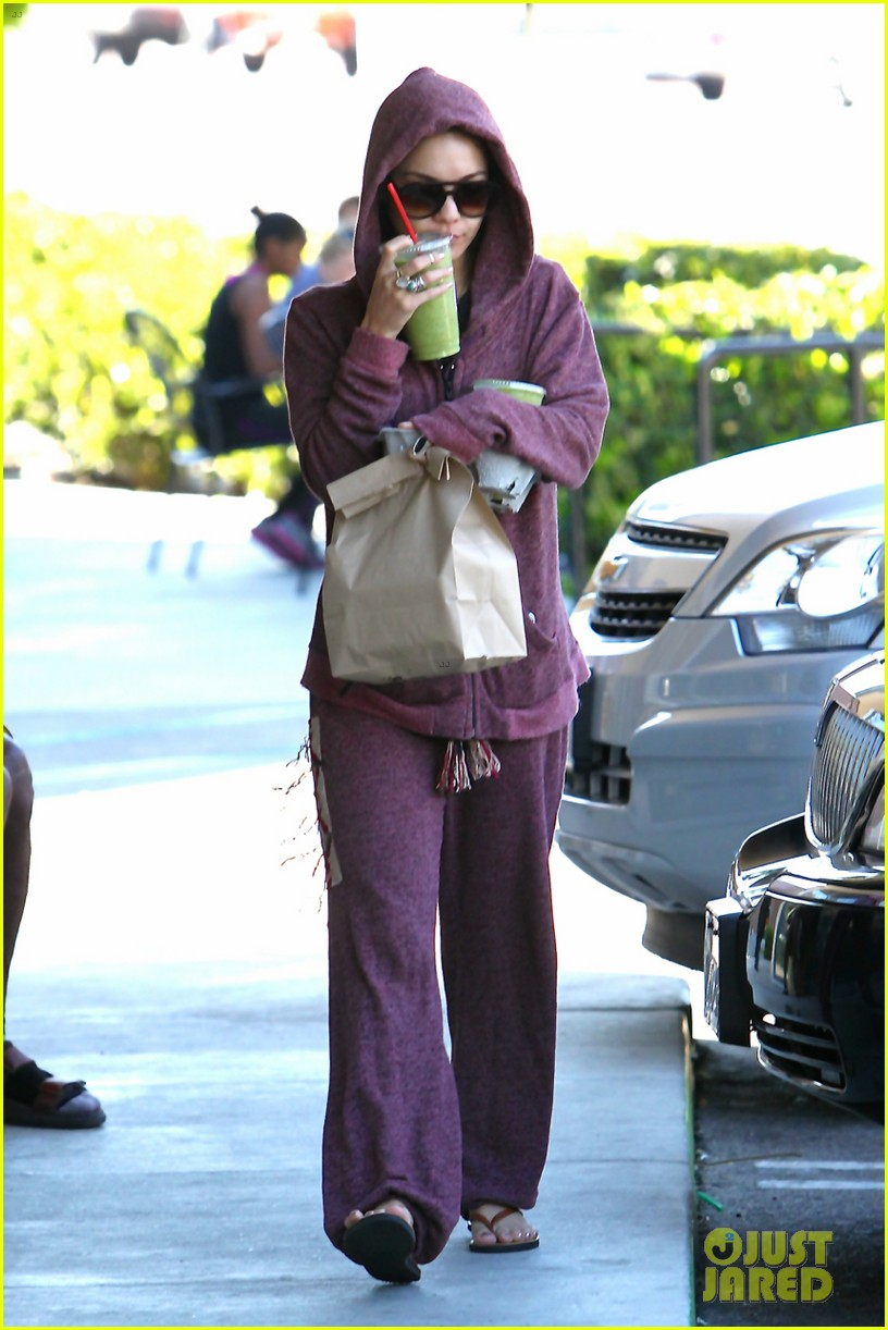 vanessa hudgens head to to purple at gym 123086469