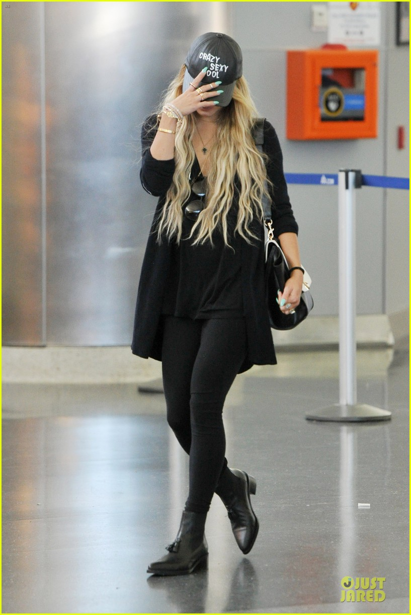 vanessa hudgens sunglasses red at lax airport 103099551