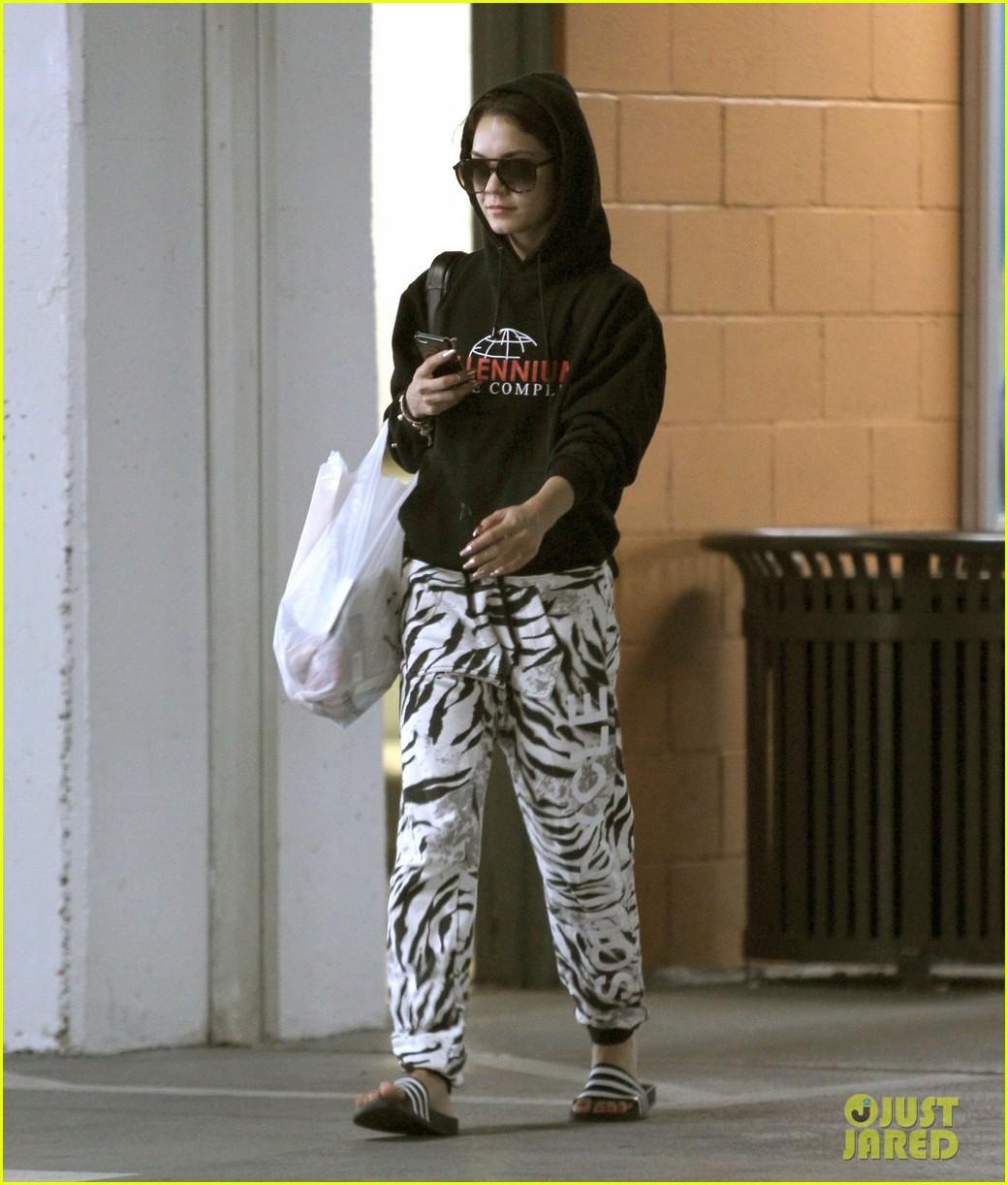 vanessa hudgens rocks zebra print pants 083086941